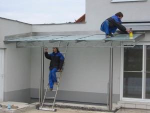 Vordach aus Edelstahl-Glas